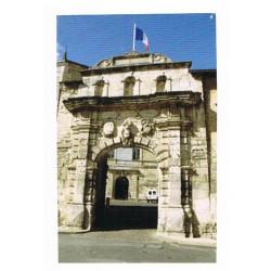 Décor : Porte de l'école de Saint-Maixent en Poitou